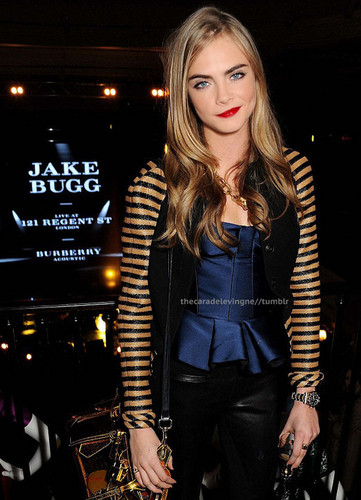 Cara Delevingne वॉलपेपर probably containing a hip boot and a well dressed person called Cara♥