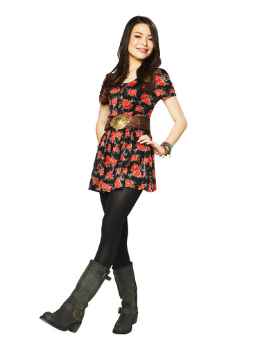 iCarly वॉलपेपर possibly containing a hip boot, an outerwear, and an overgarment entitled Carly