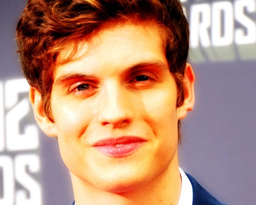 Daniel Sharman karatasi la kupamba ukuta with a business suit and a portrait titled Daniel Sharman