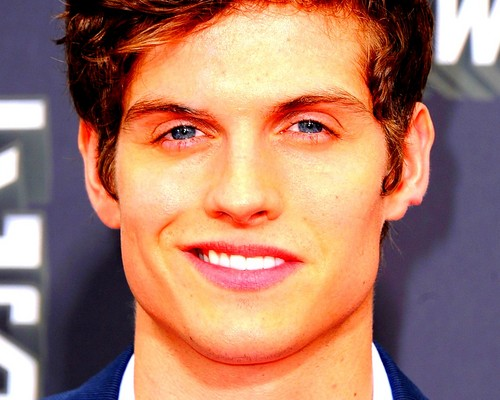 Daniel Sharman fond d'écran with a business suit and a portrait called Daniel Sharman