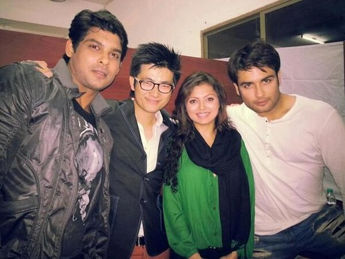 Vivian Dsena fond d'écran called Drashti Dhami with Chang, Vivian, Siddharth - Promotions in Barely
