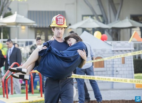 "Episode 2.23 ""Virgins"" - Promotional Photos"
