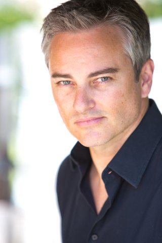 Kerr Smith's New Look! ಇ