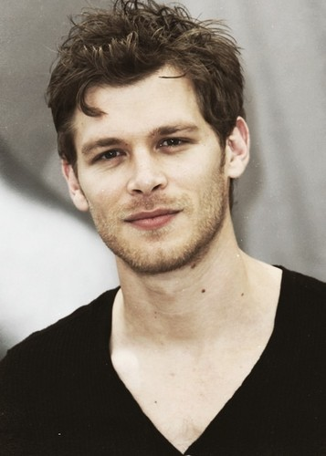 The Vampire Diaries achtergrond possibly with a portrait entitled Klaus
