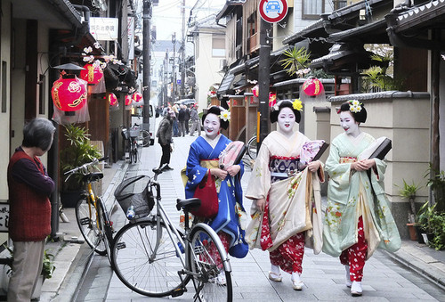 Japan karatasi la kupamba ukuta possibly with a mitaani, mtaa called Maiko in Miyagawa-Cho