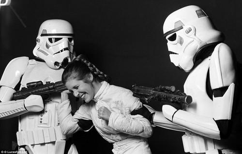Princess Leia Organa Solo Skywalker wallpaper possibly with a rifleman titled Princess Leia