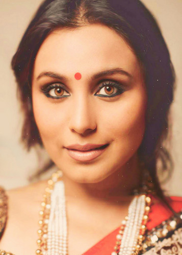Rani Mukherjee kertas dinding possibly with a portrait titled Rani
