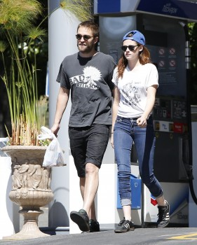 Rob and Kristen out in LA with Bernie (18th April 2013)