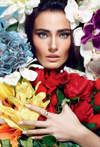 Saadet Aksoy L'Officiel April 2013