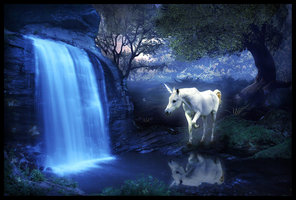 Unicorn por a waterfall