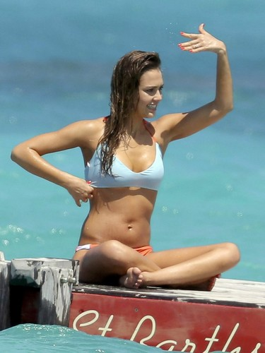 jessica alba wallpaper possibly containing a bikini entitled fun in the sun