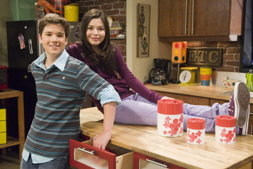 iCarly wolpeyper containing a kusina entitled iCarly