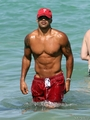 shemar moore enjoying miami beach, pwani