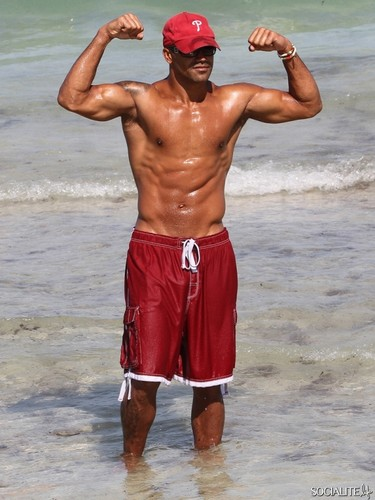 Shemar Moore 壁紙 titled shemar moore enjoying miami ビーチ