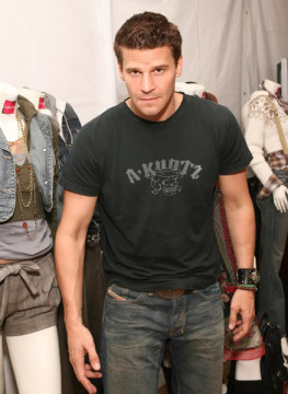 David Boreanaz wallpaper possibly with a sign and a hip boot called <3 David