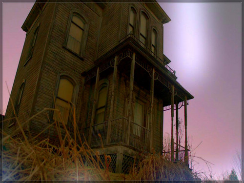 Bates Motel fondo de pantalla possibly with a school, a lookout, and a rascacielos called ★ Bates Motel ☆