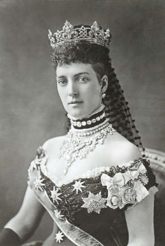 Kings and Queens wallpaper probably with a bouquet and a bridesmaid titled Alexandra of Denmark, Queen-Empress of the United Kingdom and the British Dominions