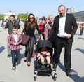 April 21th - Paris - Victoria and family at the Louvre's Museum - victoria-beckham photo