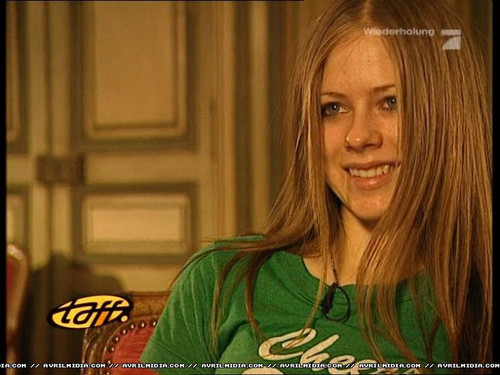 avril lavigne wallpaper possibly containing a portrait called Avril