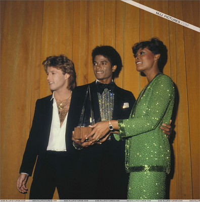 Backstage At The 1980 American 음악 Awards