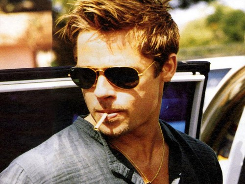 Brad Pitt karatasi la kupamba ukuta containing sunglasses called Bradd
