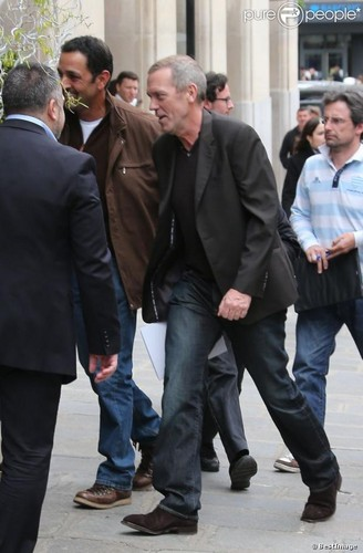 Hugh Laurie arrive in PARIS 04/29/2013
