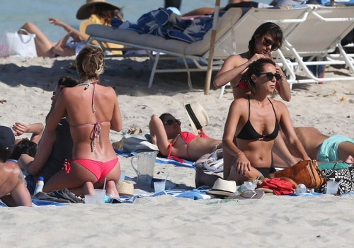 Julianne Hough and Nina Dobrev hanging out with friends on the beach in Miami