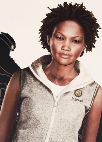 Lara Croft and Endurance's crew