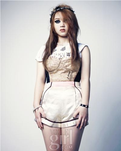 Lee Hi - Vogue Girl