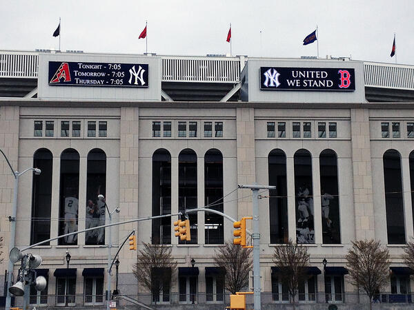 NY Yankees Support Boston Marathon Bombing Victims