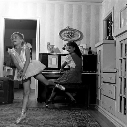 Nat at balet practice