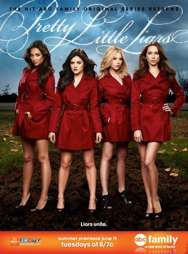 Pretty Little Liars TV دکھائیں پیپر وال possibly with an overgarment and a box کوٹ called Pretty Little Liars Season 4 Poster