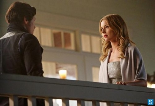 Revenge - Episode 2.20 - Engagement - Promotional चित्रो