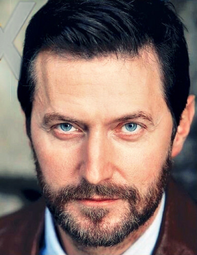 Richard Armitage Hintergrund containing a business suit called Richard Armitage