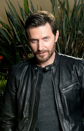 Richard Armitage Обои possibly containing an outerwear, a jacket, and a box пальто entitled Richard Armitage
