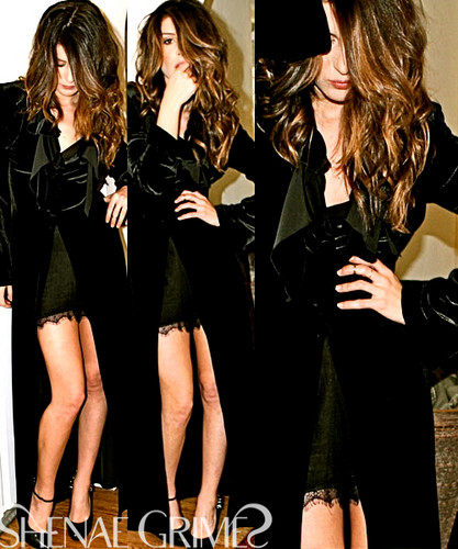 Shenae Grimes wallpaper possibly with a hip boot entitled Shenae <3