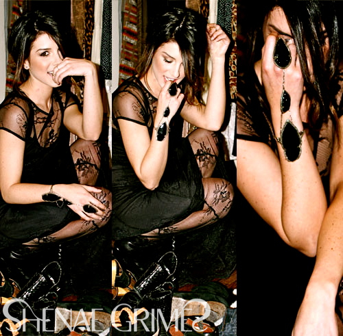 Shenae Grimes wallpaper with a hip boot called Shenae <3