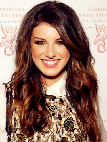 Shenae Grimes wallpaper with a portrait entitled Shenae <3