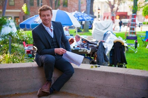 "Simon Baker on set of 5x22 ""Red John's Rules"""