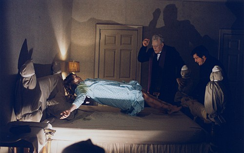 The Exorcist Hintergrund containing a living room, a family room, and a höhle, den called The Exorcist