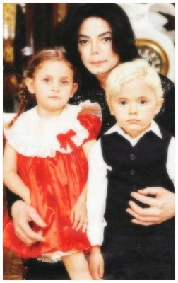 The Jackson Family At Neverland Back In 2002