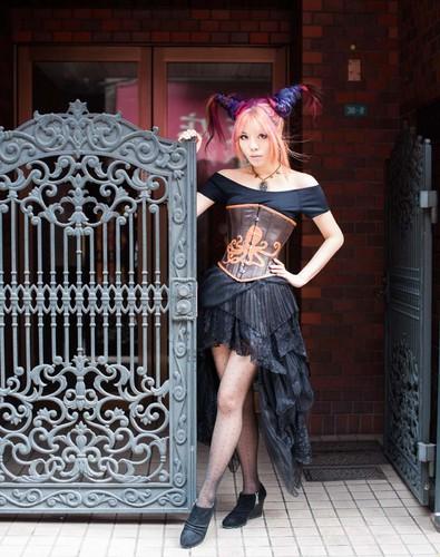 Tokyo, japón steampunk model La Carmina, lacarmina steam punk couture fashion