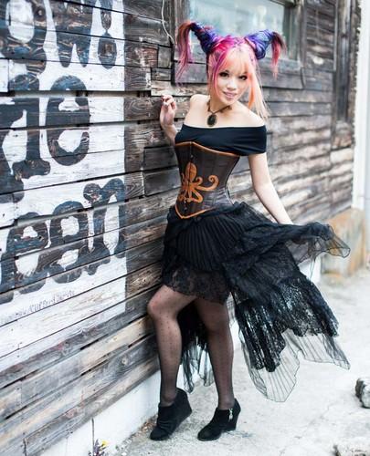 Tokyo, jepang steampunk model La Carmina, lacarmina steam punk couture fashion