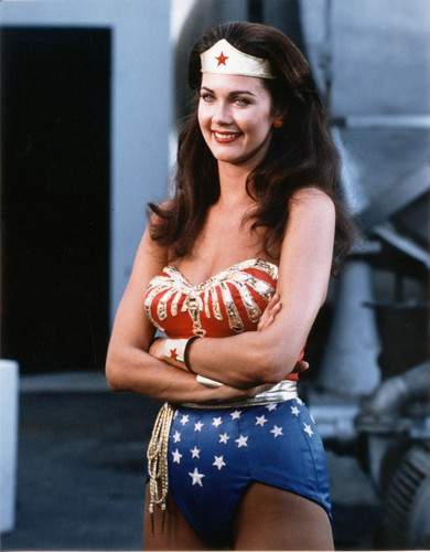 Lynda Carter karatasi la kupamba ukuta entitled Wonder Woman