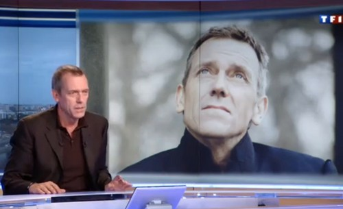 Hugh Laurie karatasi la kupamba ukuta probably with a laptop called Hugh Laurie Interview with TF1 - abril 2013
