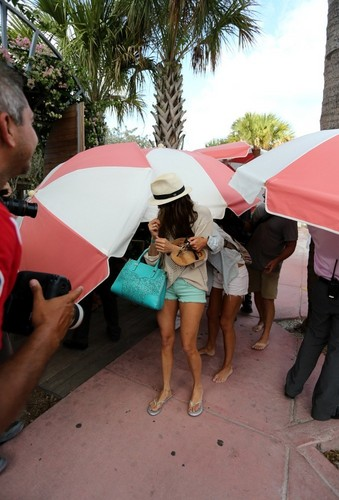 julianne hough and nina dobrev going out the пляж, пляжный in miami.