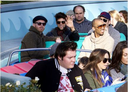 Luke with his vrienden Jesse Tyler Ferguson and Justin Mikita, in Disneyland (January, 16 2012)