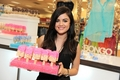 11-05 Bongo ice pop - lucy-hale photo