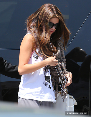 ARRIVING AT A DANCE STUDIO IN LOS ANGELES - MAY 15