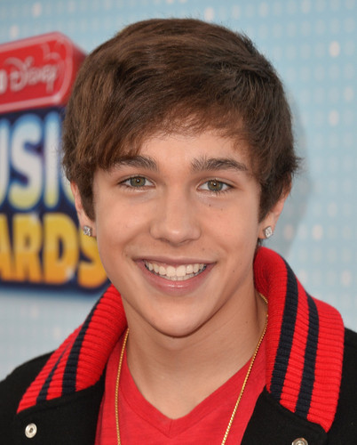 Austin Mahone wallpaper possibly with a portrait entitled Austin♥